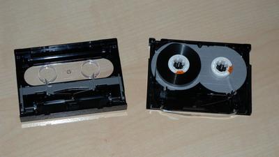 geöffnete DAT-Kassette