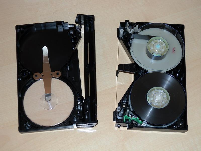 geöffnete Betamax-Kassette